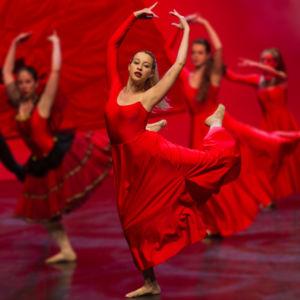 Silvia Anghilieri - body fitness + danza moderna  e assistente moderna